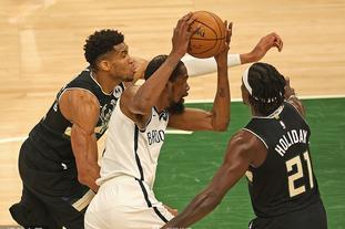 [NBA季后赛]篮网89-104雄鹿