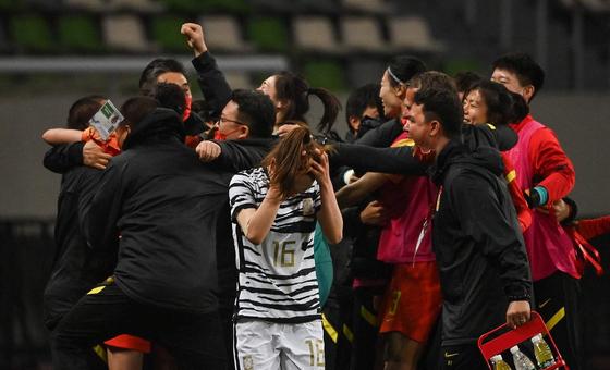 韩国女足先赢后输大喜大悲 在寒风中黯然神伤