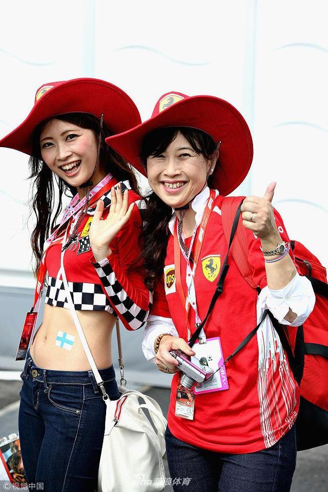 北京时间10月6日,F1大奖赛日本站练习赛继续在铃鹿赛道进行,日本车迷蜂拥而至为自己喜爱的车手和车队加油,一起来看看: