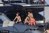 伊布与爱妻度假船上水下嬉戏玩得high