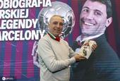 保加利亚传奇球星斯托伊奇科夫新书问世 携奖杯出席新闻发布会