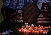 布拉格球迷悼念已逝国脚苏拉尔