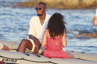 博尔特与女友伊比萨岛度假