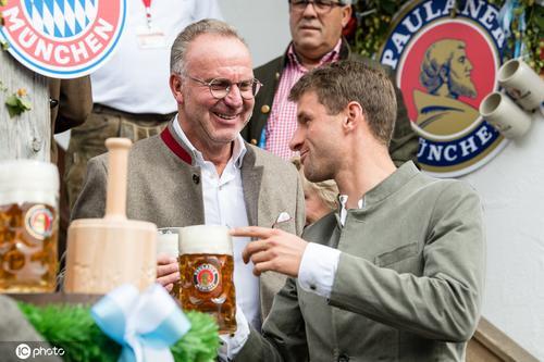 穆勒领衔拜仁球员出席啤酒节