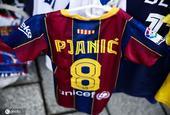 巴萨新援皮亚尼奇尚未正式亮相 其球衣已在故乡商店售卖