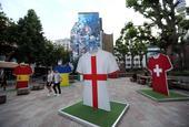 倫敦街頭安裝八強球衣立牌