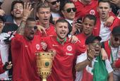 法兰克福德国杯夺冠庆典众将与球迷狂欢