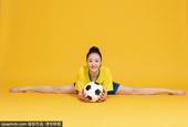 40岁女演员于楚函变身足球宝贝