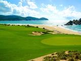 神州半岛高尔夫球会景色宜人