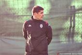 摩纳哥新帅莫雷诺出席发布会 亲带首堂训练课