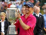 PGA锦标赛托马斯捧杯