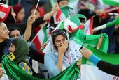 伊朗女性终于能现场看球 苦等40年