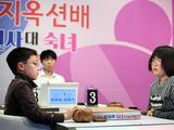 幻灯-韩国儿童3V3围棋擂台赛 金敏瑞为女童队拿下首胜