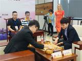 高清-柯朴摆战上虞精英赛 国象美女棋手现场观赛