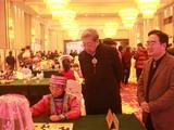高清-首届各民族少儿围棋赛打响 林建超驻足观看