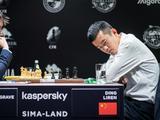 高清-国象候选人赛丁立人陷入低迷 俄罗斯棋手碰手肘致意