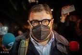 警方突袭巴塞罗那俱乐部办公室 媒体蜂拥而至进行报道