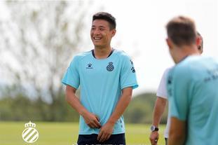 武磊备战新赛季 脸上笑容灿烂
