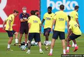 巴萨进行全队合练 苏亚雷斯近期会恢复训练