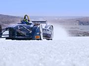 视频-经受严寒低温考验 FE赛车在冰天雪地咆哮