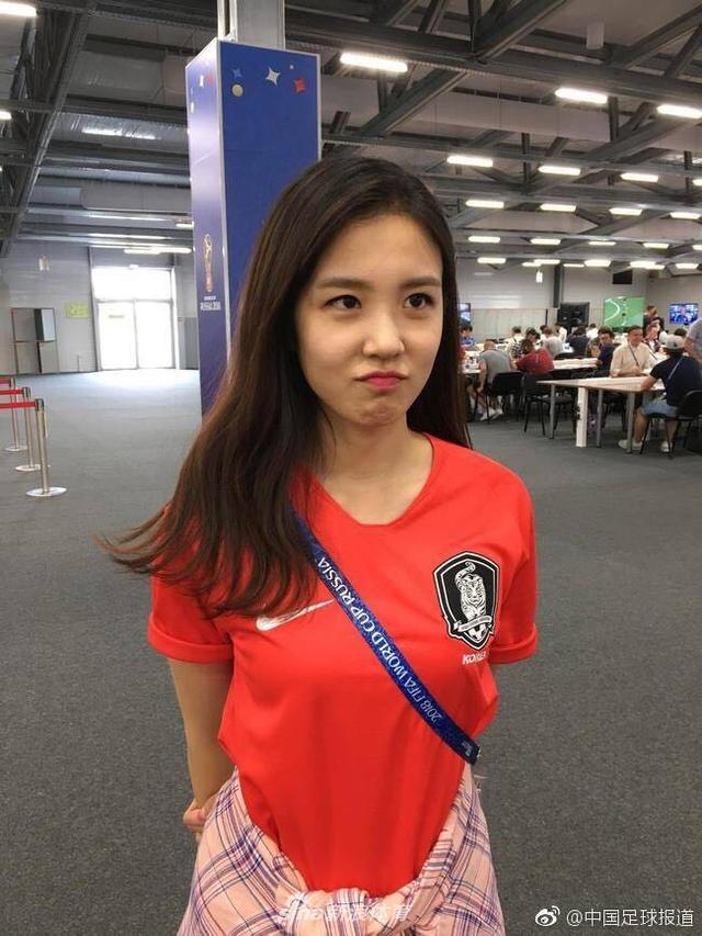 世界杯已经进入到最后的冲刺阶段了,足球的热情不仅吸引着球迷,还有一些美女主播来为世界杯呐喊助威,下面小编为大家盘点了一些为世界杯加油助威的美女主播们。