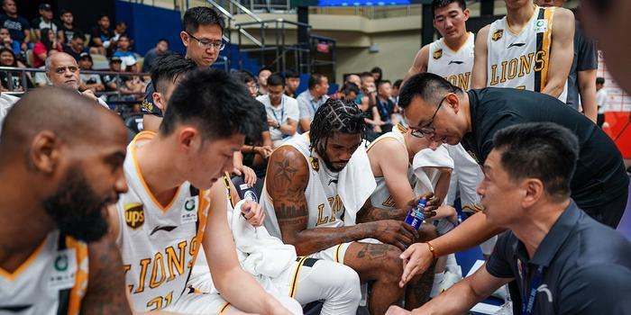 戈尔:李春江父子因家事提前离队 与篮球无关