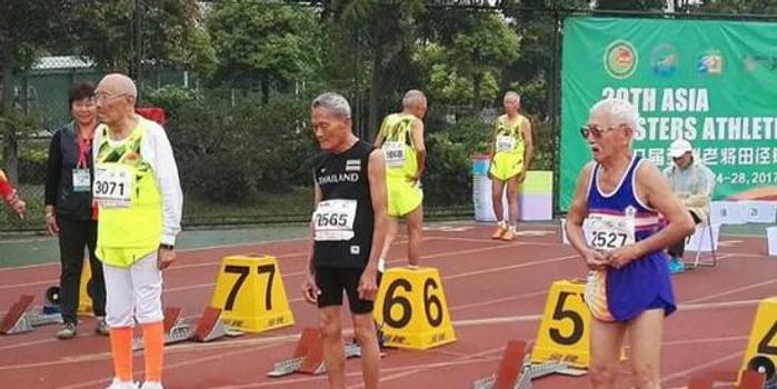 高龄大爷坚持健康跑 跑步不再是挑战而是家常便饭