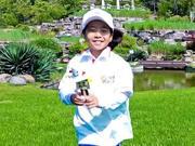 刘国梁女儿化身环保少年 高尔夫球场展示DIY才能