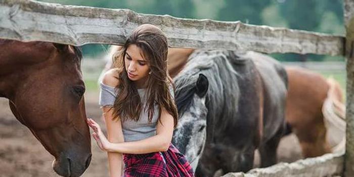 当女人拥有了一匹马,她会有什么样的故事?