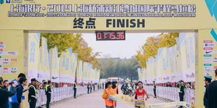 她是李芷萱的小师妹 杨浦半马1小时15分夺冠