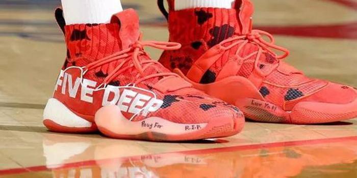 看看一周 NBA 赛场球鞋上脚精选吧!