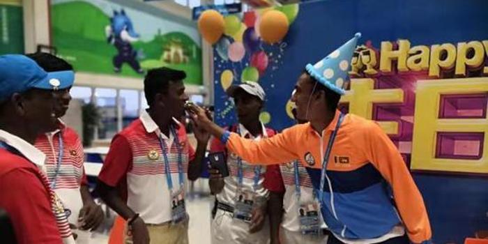 赛场传友谊!军运村已为117名运动员庆祝生日