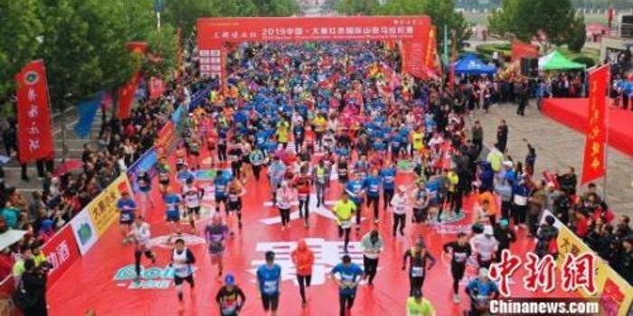 山西大寨红色国际山地马拉松赛 三千余名选手挑战