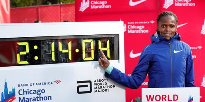 肯尼亚女将刷新世界纪录 比原纪录提升1分钟多