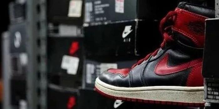 炒鞋十几年月流水150万 我却不配再热爱球鞋
