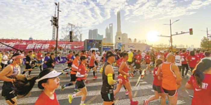 上海马拉松推垃圾分类 志愿者清理速度获参赛者好评