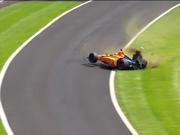 视频-阿隆索印地500练习赛中遭遇撞车事故