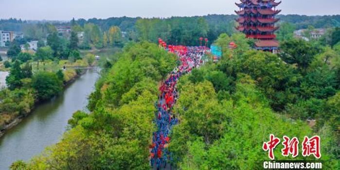安徽六安国际徒步大会启动 3千名健身爱好者参与