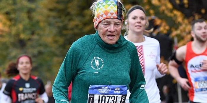 86岁奶奶7小时跑完纽约马拉松 已连续18年参赛