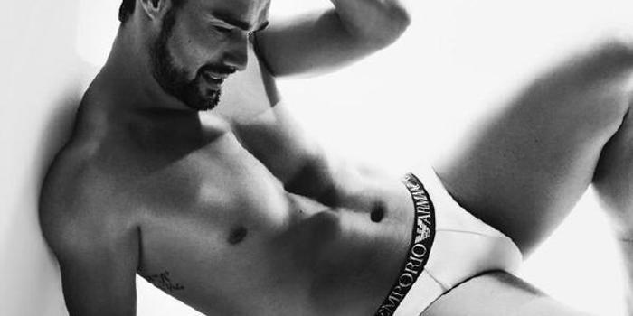 图|弗格尼尼签约新品牌 和妻子拍摄内衣裤写真