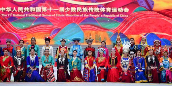 走进民族运动会彝族运动员夫妻 山中村寨是舞台