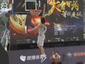 视频-海马汽车反引力之王摸高挑战 弹簧男半臂超篮筐