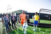 古利特贝贝托现身北京助阵世界杯手机发布