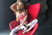 身材逆天颜值在线!俄罗斯足球宝贝火辣私照