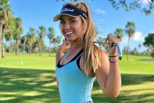 高尔夫校队美女活力十足