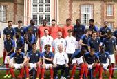 法国拍全家福出征欧预赛