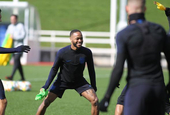 英格兰训练备战欧预赛 欢乐不断