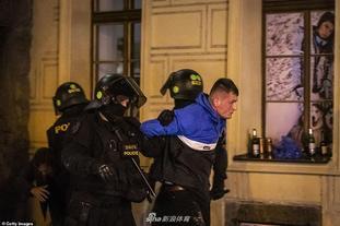 14人被捕!英球迷警方火爆冲突