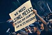 黎巴嫩抗议游行惊现梅西标语:来做我们的总统吧