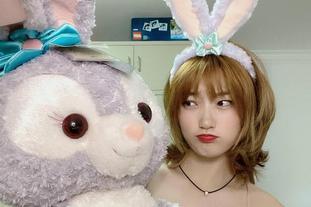 女篮国手李梦变身可爱兔女郎